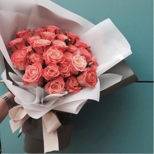 Купить на заказ Букет из 31 розовой розы с доставкой в Макинске