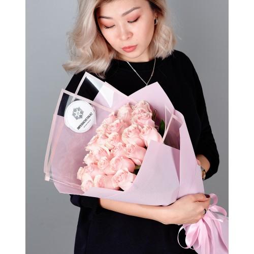 Купить на заказ Букет из 25 розовых роз с доставкой в Макинске
