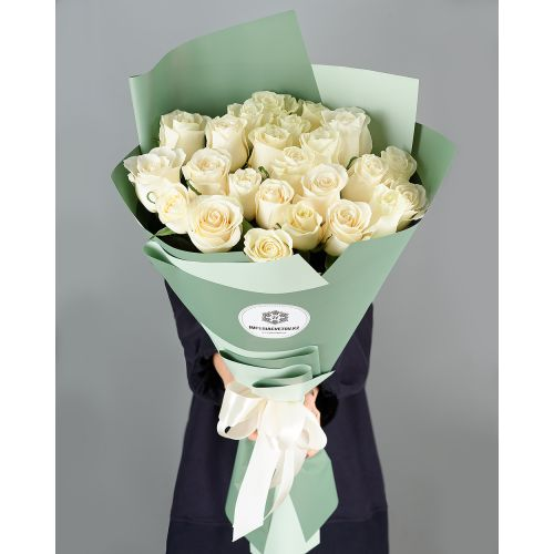 Купить на заказ Букет из 25 белых роз с доставкой в Макинске