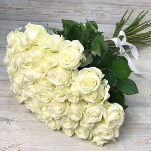 Купить на заказ Букет из 51 белой розы с доставкой в Макинске